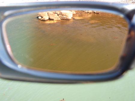 アクションコパー越しの水中